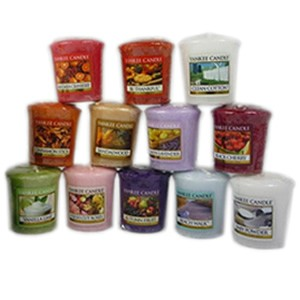 Yankee Candle Set of 12 Votives with 2 Jewelled Wave Holders